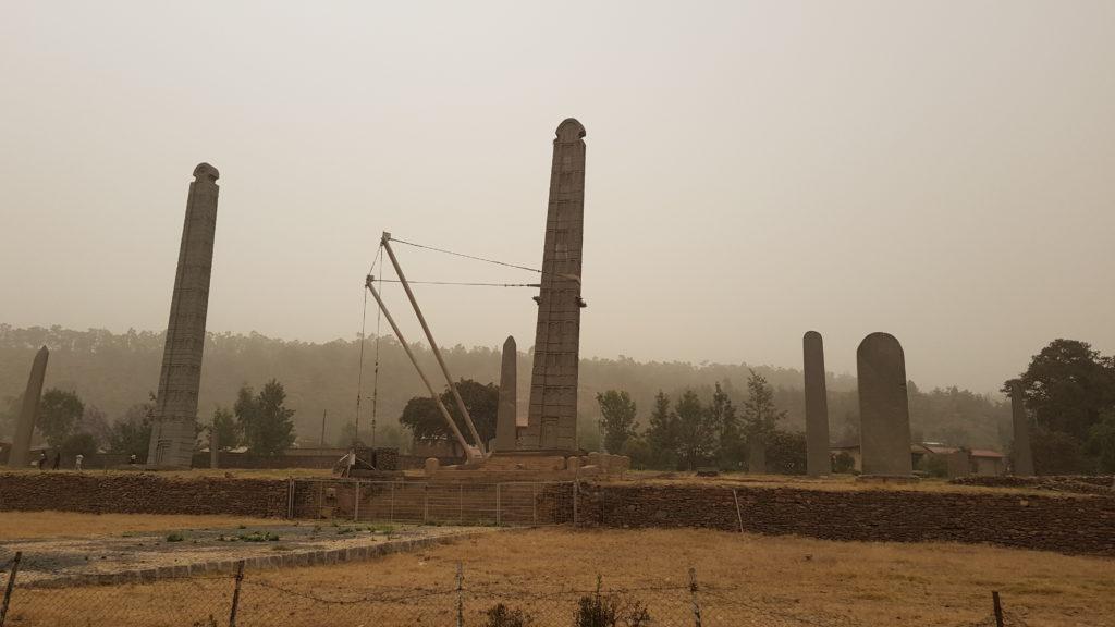 Monolithes d'Axoum, sous poussières de sable du Soudan